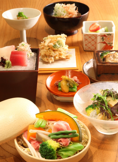 4,500円的午市蟹宴雖然不及全蟹宴,但已經非常豐富。(圖片來源:ふくい、望洋楼)